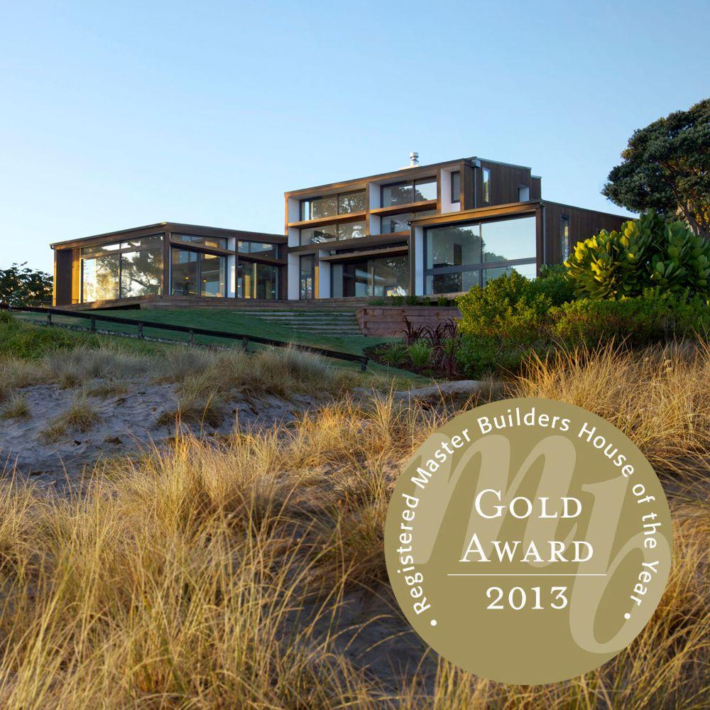 Award winning beach house by Percival Construction Ltd